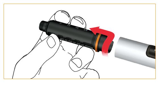 Avlägsna cylinderampullens hölje genom att vrida det medurs.