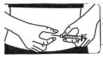 • Nyp ihop huden. Stick in nålen med den andra handen med en snabb rörelse i en vinkel av 45° till 90°.