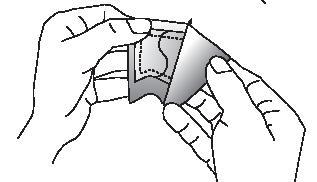 Bilden visar att du håller i båda sidorna av det öppnade kuvertet och drar isär dem. Ta ut plåstret och använd det direkt.