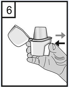 Håll inhalatorn med munstycket uppåt och tryck med ett bestämt tryck in knappen fullständigt endast en gång och släpp den åter. Därigenom gör du hål i kapseln så att läkemedlet frigörs vid inandning.