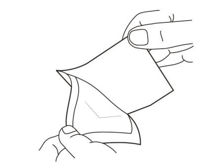 3. Ta bort klisterskyddet från förbandets självhäftande sida.