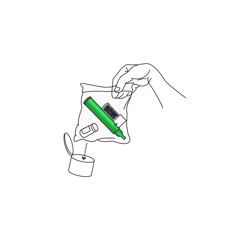 Kassera använd inhalator och flaska med lock i en förseglad plastpåse