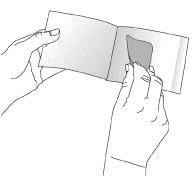Bilden visar hur man drar ut plåstret från dospåsen
