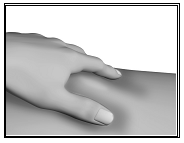 Hand som nyper ihop hud.