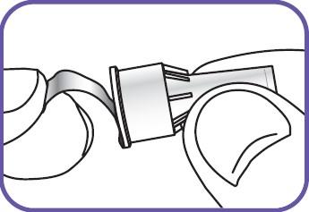 • Ta bort skyddspappret från det yttre nålskyddet.