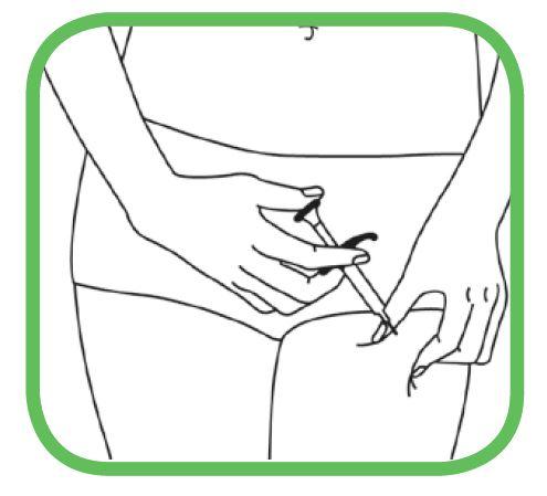 Håll sprutan i 45 graders vinkel mot huden med den andra handen och tryck nålen hela vägen in i huden med en snabb kort rörelse