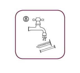Bilden visar hur du efter användning tvättar dossprutan med enbart vatten