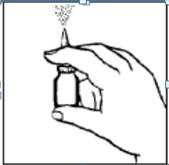 Visar att man sprayar en spray i luften, vid den allra första gången man använder sprayen.