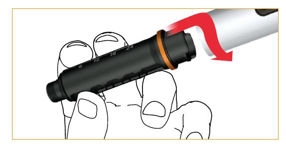 Tryck in cylinderampullens hölje i skyddsskalet och lås genom att vrida cylinderampullens hölje moturs.