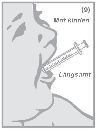 Till små barn, sätt försiktigt sprutspetsen i barnets mun på insidan av kinden och tryck in kolven långsamt för att låta barnet svälja innehållet.