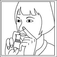 Bilden visar att man håller för ena näsborren och för in pipen i den andra näsborren