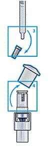 Ta bort skyddshatten på sprutan och locket på vätskeanslutningen