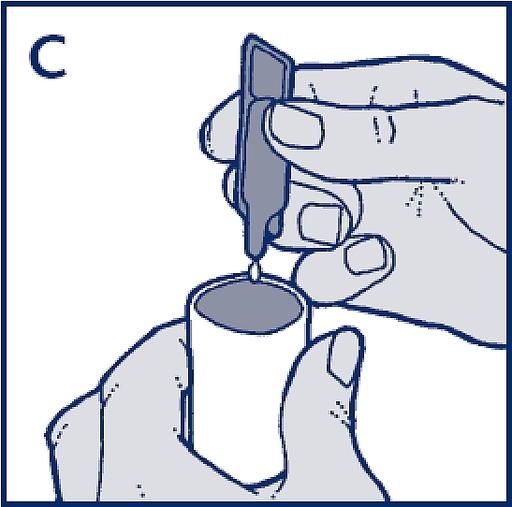 Bilden visar hur man pressar ut innehållet i nebulisatorns kammare
