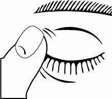6. Efter användning av Cosopt, tryck lätt med ett finger i ögonvrån, vid näsan, eller blunda under 2 minuter.