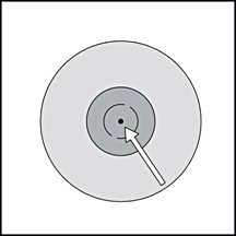 Placera SmartSite-överföringskanylen vertikalt på injektionsflaskan så att piggspetsen sitter i injektionsflaskans gummipropp.