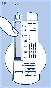 Håll din InnoLet så att nålen pekar uppåt och knacka lätt med ett finger på cylinderampullen några gånger så att eventuella luftbubblor samlas högst upp i cylinderampullen. En droppe insulin ska synas på nålens spets.
