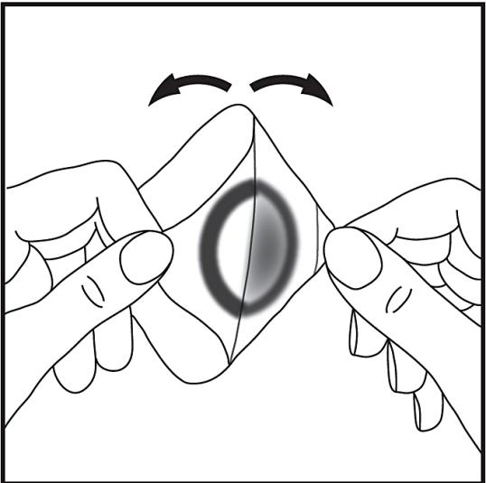 Dra isär de två delarna så att plåstret separeras från skyddspapperet. Se till att du inte vidrör den runda, vita ytan, som innehåller Tapin.