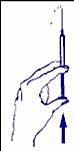 Håll sprutan med nålen upprätt