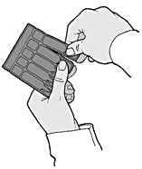 Bilden visar på hur man bryter en steril endosbehållare från den märkta remsan genom att vrida och dra